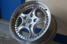 "18"" Porsche centre lock race wheel"