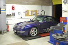 Porsche 993 turbo in TWR workshop